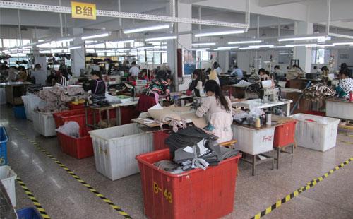 杭州客户找女包厂家斟酌再三选志豪皮具