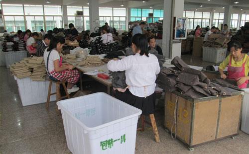 重质量的箱包厂 保障手袋质量志豪皮具这样做
