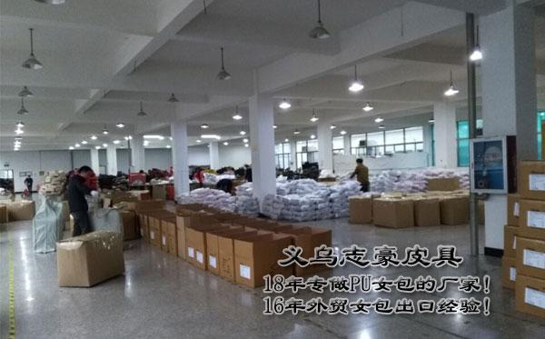 临近春节了 18年义乌箱包厂皮具加工忙得不亦乐乎